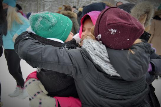 Lapset halaa