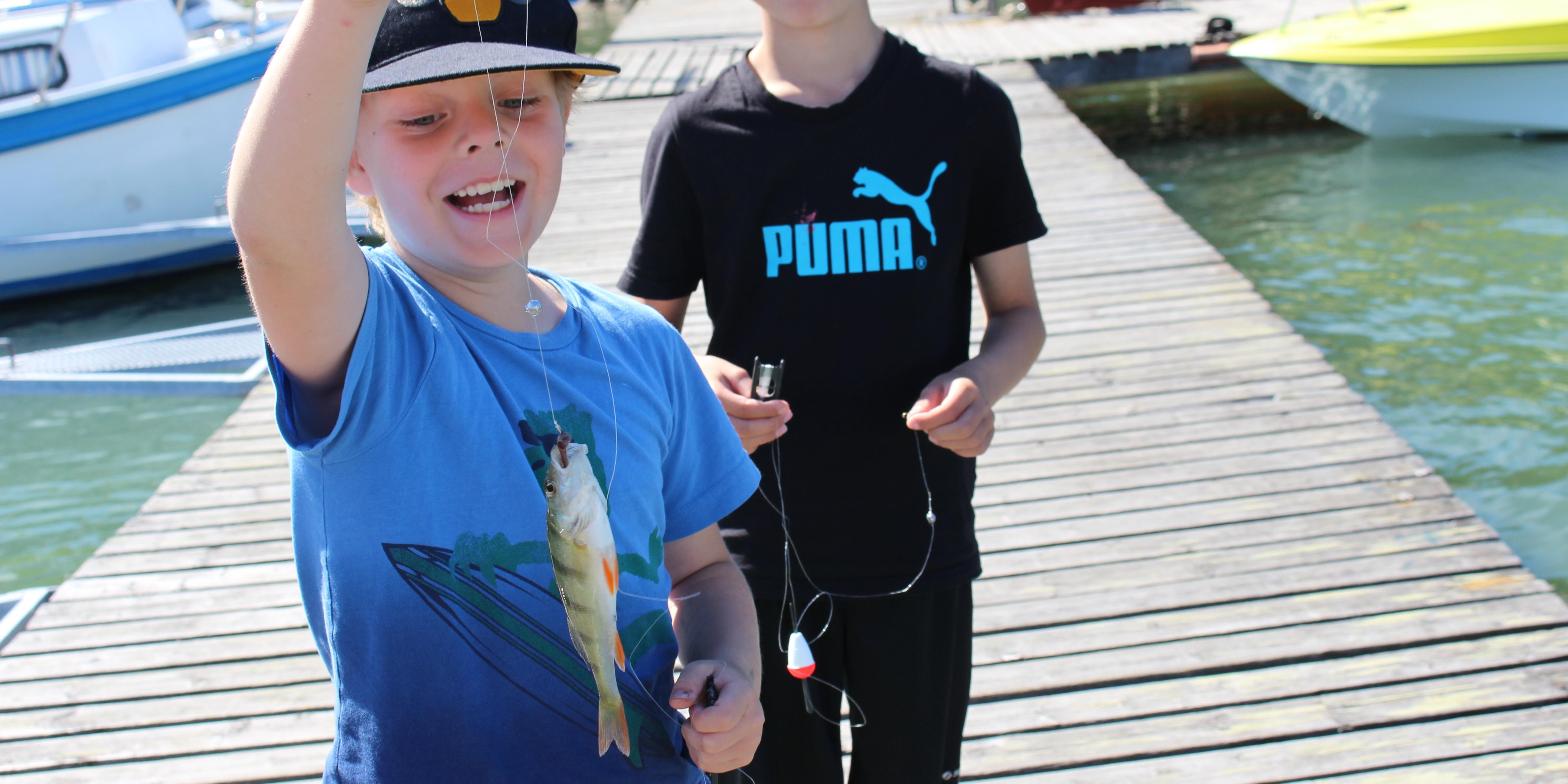 Kaverukset kalassa
