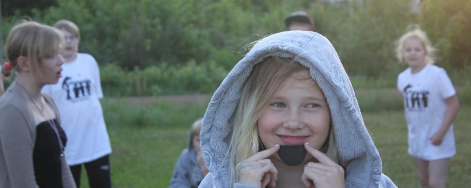 Lapsi hymyilee